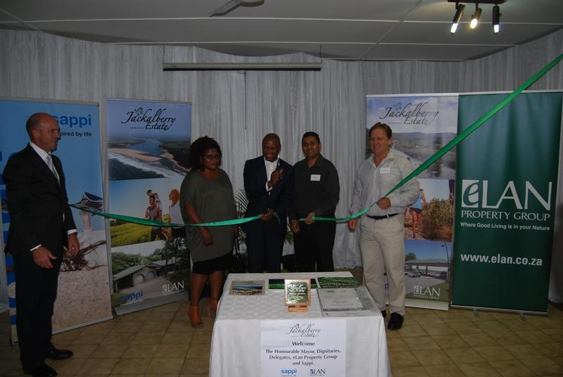 Andrew Thompson, Nokuthula Ncalane, Siphesihle Zulu (Mayor), Naresh Naidoo (Sappi General Manager), Mark Taylor (eLan Property Group CEO)
